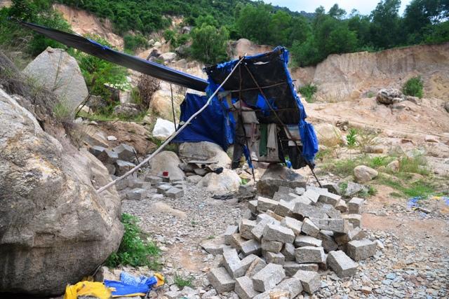Nạn khai thác đất đá trái phép chưa chấm dứt