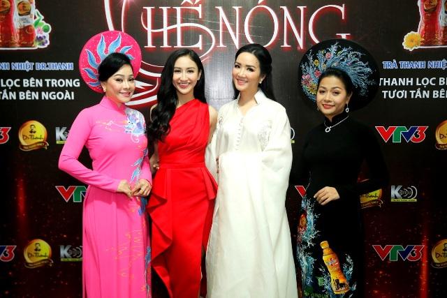 Trần Uyên Phương lần đầu tiên đóng vai người đẹp ca hát trong gameshow Quyền lực ghế nóng