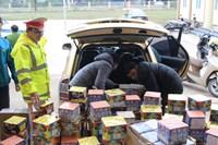 CSGT bắt giữ đối tượng vận chuyển 240 kg pháo sử dụng ma túy đá