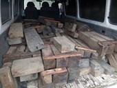 Kiểm lâm Hà Tĩnh Rượt đuổi 10km bắt giữ xe chở gỗ lậu bỏ chạy