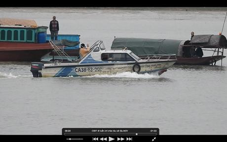 Hành động khó hiểu của 2 Cảnh sát đường thủy Công an Hà Tĩnh