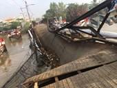Cầu sắt ở TP Hồ Chí Minh sập do ôtô quá tải cố chạy qua