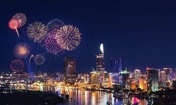 TP Hồ Chí Minh bắn pháo hoa mừng Xuân Mậu Tuất tại 7 điểm