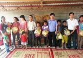 VKSND huyện Krông Pa trao 45 suất quà Tết tặng đồng bào buôn kết nghĩa
