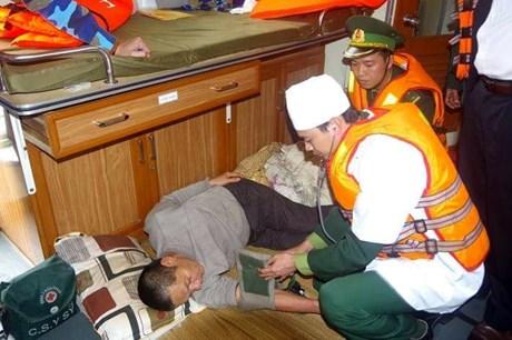 Cứu an toàn 11 thuyền viên trên tàu đánh cá gặp nạn