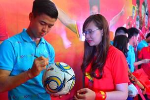 Tuyển thủ U23 Việt Nam xông đất , giao lưu với người hâm mộ tỉnh Ninh Thuận