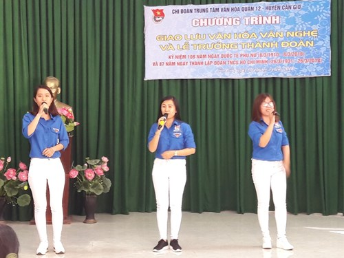 Giao lưu văn hóa và tổ chức lễ trưởng thành đoàn viên