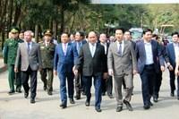 Thủ tướng Nguyễn Xuân Phúc dâng hương tại Khu di tích Kim Liên và Ngã ba Đồng Lộc