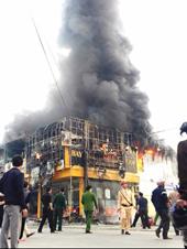 Cháy lớn tại công ty kinh doanh điện máy