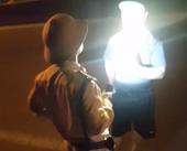 Quảng Nam Điều chuyển công tác Trung tá CSGT vung tay, rọi đèn vào mặt dân