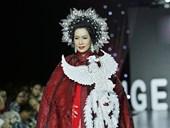 Á hậu Trịnh Kim Chi làm vedette trong bộ sưu tập Mặt trời