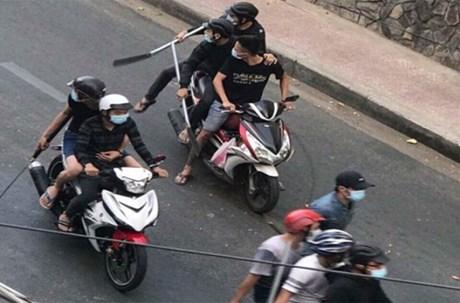 Hàng chục côn đồ dùng mã tấu, súng hỗn chiến ngay giữa trung tâm TP Hồ Chí Minh