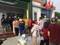 Dừng tăng phí rút tiền ATM tạo sự đồng thuận trong dư luận