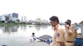 Ghe hơn 100 tấn chìm ở sông Sài Gòn, 3 người thoát chết
