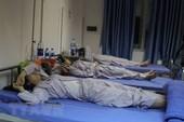 Hơn 80 sinh viên nhập viện do nghi ngộ độc sau liên hoan cuối khóa