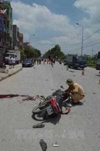 Ô tô tải va chạm với xe máy, 2 nhân viên Công ty Bình An tử vong