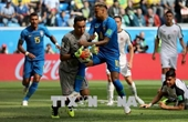 Neymar và Coutinho tỏa sáng phút bù giờ, Brazil thắng nghẹt thở