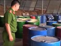 Phát hiện gần 1 000 thùng phi đựng hóa chất chưa qua xử lý