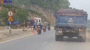 Thanh tra giao thông Quảng Bình ghi nhận phản ánh của báo BVPL, tổ chức kiểm điểm, xử lý nghiêm