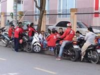 Va chạm giao thông, tài xế xe ôm công nghệ Go Viet dùng dao đâm một người trọng thương