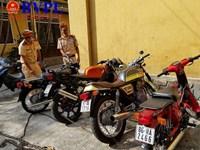 Bắt giữ nhiều xe mô tô không rõ nguồn gốc trên đường đi tiêu thụ