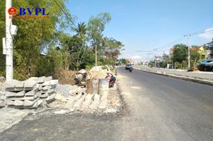 Đường vẫn tắc vì công dân tố cáo chính quyền cấp đất sai đối tượng