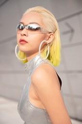 Phí Phương Anh hút ống kính tại Seoul Fashion Week sau khi xuất hiện trên Vogue