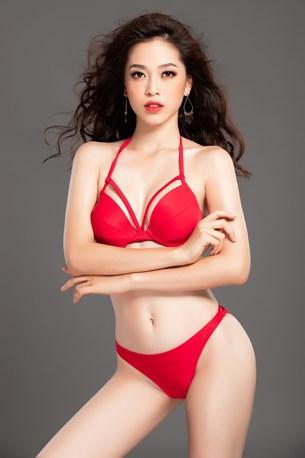 Phương Nga khoe dáng nóng bỏng trước giờ thi bikini ở Miss Grand