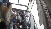 Xe buýt phá tan lan can, lao thẳng xuống sông khiến 15 người thiệt mạng