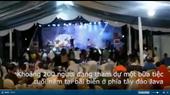 Khoảnh khắc sóng thần cuốn trôi ban nhạc đang biểu diễn ở Indonesia