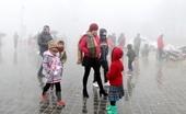 Hàng vạn du khách đổ về Sa Pa đón Năm mới trong mưa rét