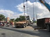 Lật container giữa giao lộ, cửa ngõ vào TP Hồ Chí Minh kẹt xe nghiêm trọng