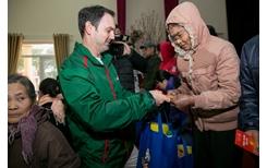 Tiếp tục mang những phần quà ý nghĩa đến các gia đình có hoàn cảnh khó khăn trên cả nước