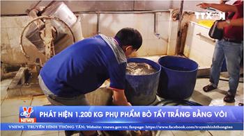 Kinh hãi phát hiện 1.200 kg phụ phẩm bò tẩy trắng bằng vôi