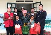 VKSND huyện Bát Xát nhận đỡ đầu em học sinh có hoàn cảnh khó khăn