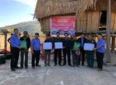 VKSND huyện Đăk Hà tặng quà Tết buôn làng kết nghĩa