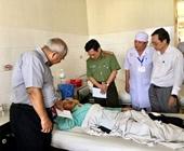 Vụ xe khách chở 30 người thổi bay 3 nhà dân 5 hành khách phải phẫu thuật khẩn cấp