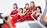 Ngọc Trinh diện váy xẻ ngực chụp poster Đêm hội chân dài