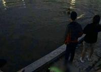 Đôi nam nữ nhảy xuống hồ lúc nửa đêm ở Hà Nội