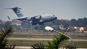 Quái thú C-17 phục vụ tổng thống Trum hạ cánh tại sân bay Nội Bài