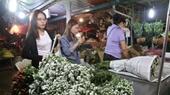 Chợ hoa đêm Quảng An tấp nập trước ngày Quốc tế Phụ nữ 8 3