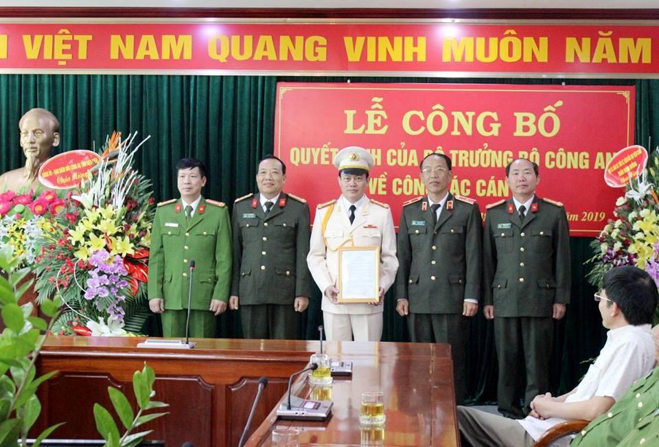 Ban giám đốc Công an tỉnh và tân Phó giám đốc Vũ Tiến Dũng.