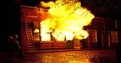 Mang xăng đến đốt quán Bida vì đòi tiền công lót gạch không được
