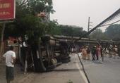 Xe container tự gây tai nạn, một phần TP Điện Biên mất điện