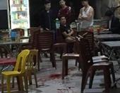 Đối tượng cầm dao vào quán nhậu đâm loạn xạ khiến 1 người tử vong