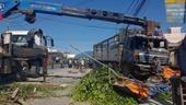 Xe tải tông nhà dân, 5 người bị thương nặng
