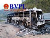 Xe khách Điện Biên bị cháy trơ khung trên đèo Pha Đin