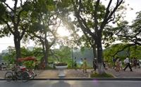 Hà Nội ngày nắng nóng, tối có mưa rào