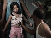 Lại thêm một bé gái 3 tuổi nghi bị ông lão 70 tuổi xâm hại