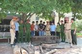 Phát hiện xe khách biển số Lào vận chuyển hàng tươi sống và gỗ trắc trái phép